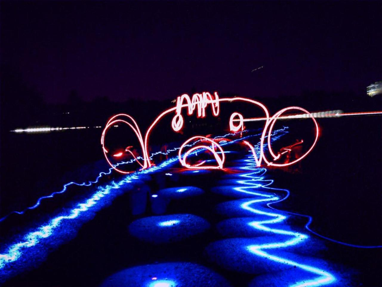 #light #river #P8NocniSvet #lightart #lightdrowing #lightpainting #ring #red #ballons #blue #night #city #face http://t.co/tw7BdCxwDE