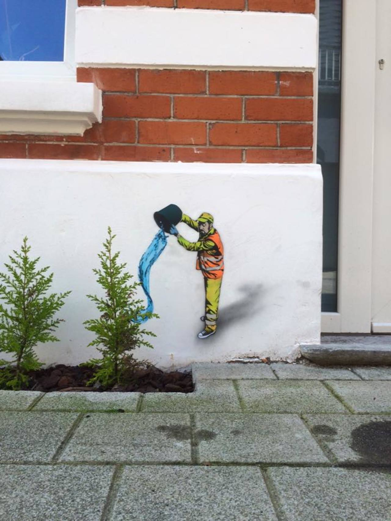 Miniature pieces by Jaune in Oostende, Belgium http://ow.ly/10mhkb #Art #StreetArt #Graffiti #Water #Plants https://t.co/nlT6UJyi9D