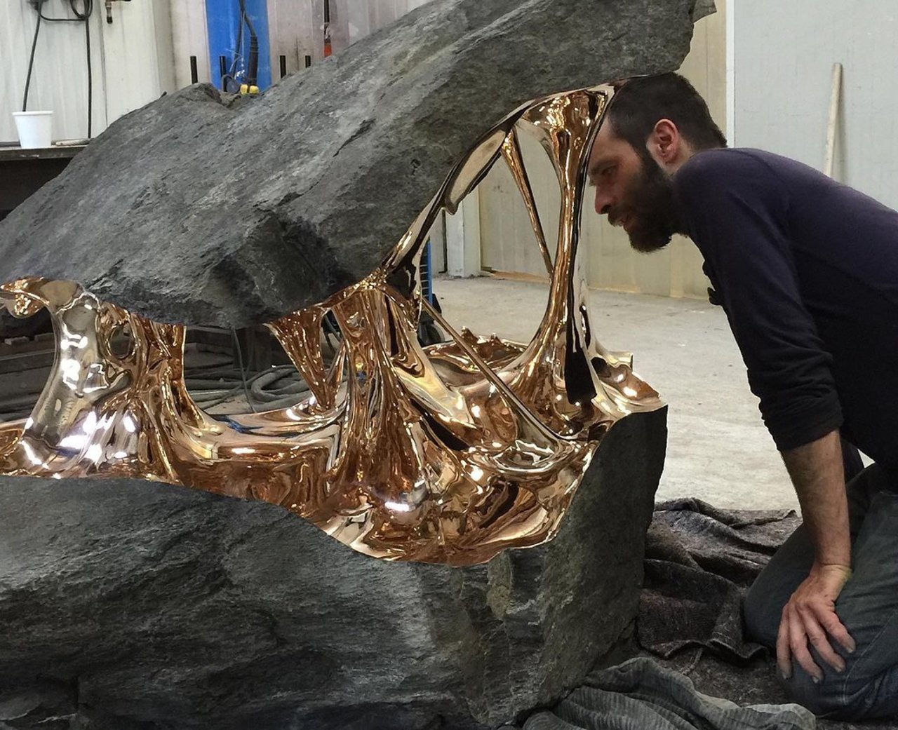 Check out Romain Langlois' bisected boulders with stretched bronze interiors. https://t.co/ruj2Tk8BOr