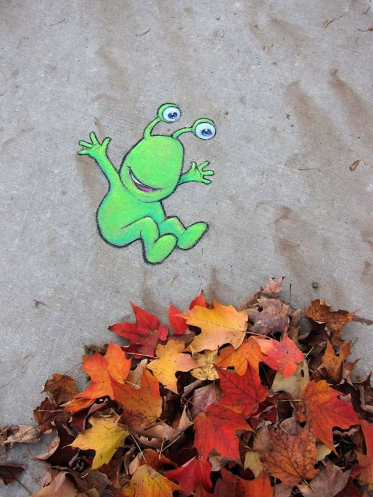 #DavidZinn #Streetart #FallColors Actual real fallen leaves are included in his pieces, around this time of year. https://t.co/GYEudFWd6R