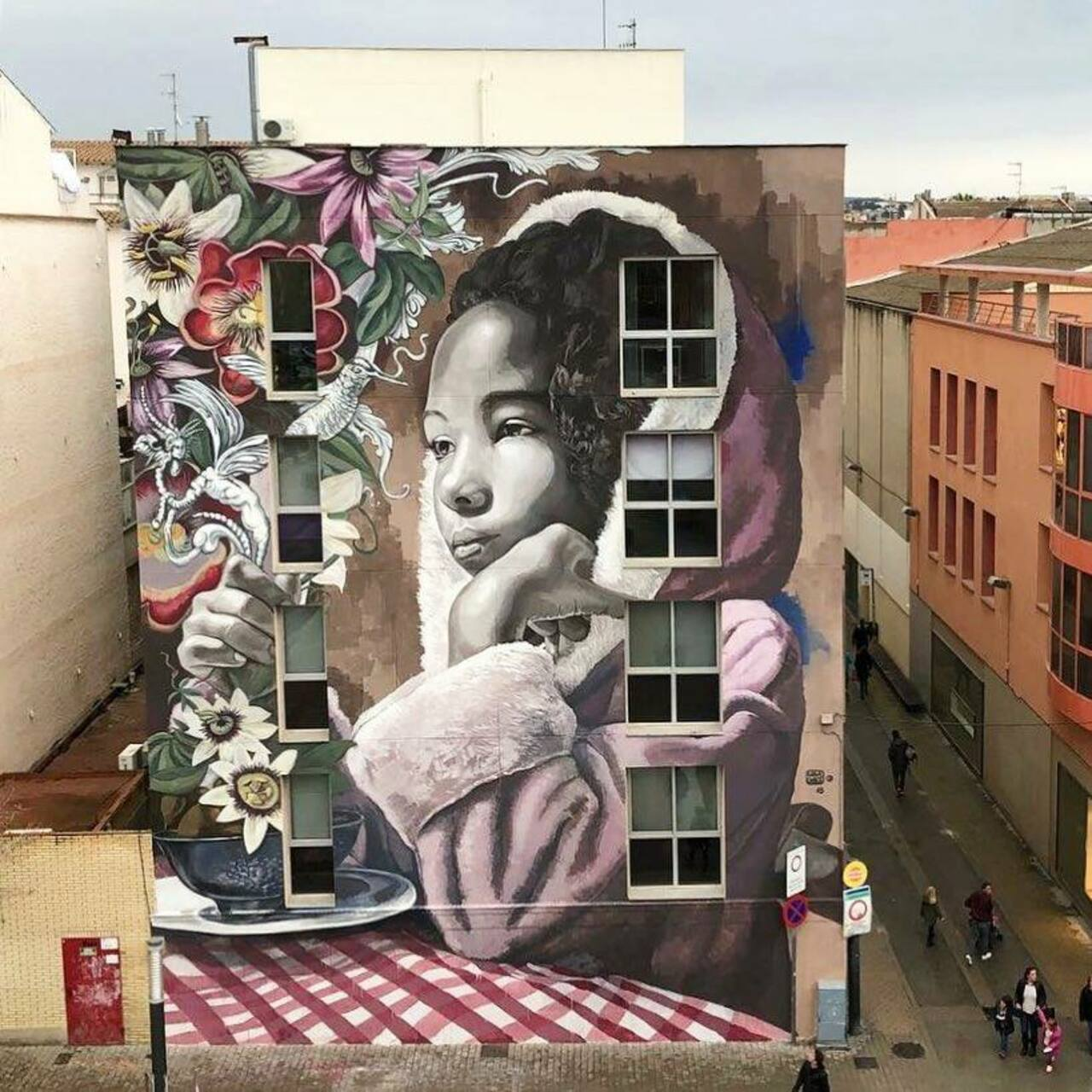 ... like beauty... and flowers. Amazing piece by Lula Goce in Barcelona #StreetArt #Art #Beauty #Flowers #Innocence #Graffiti #Mural #Barcelona https://t.co/mqfCWmX8iJ