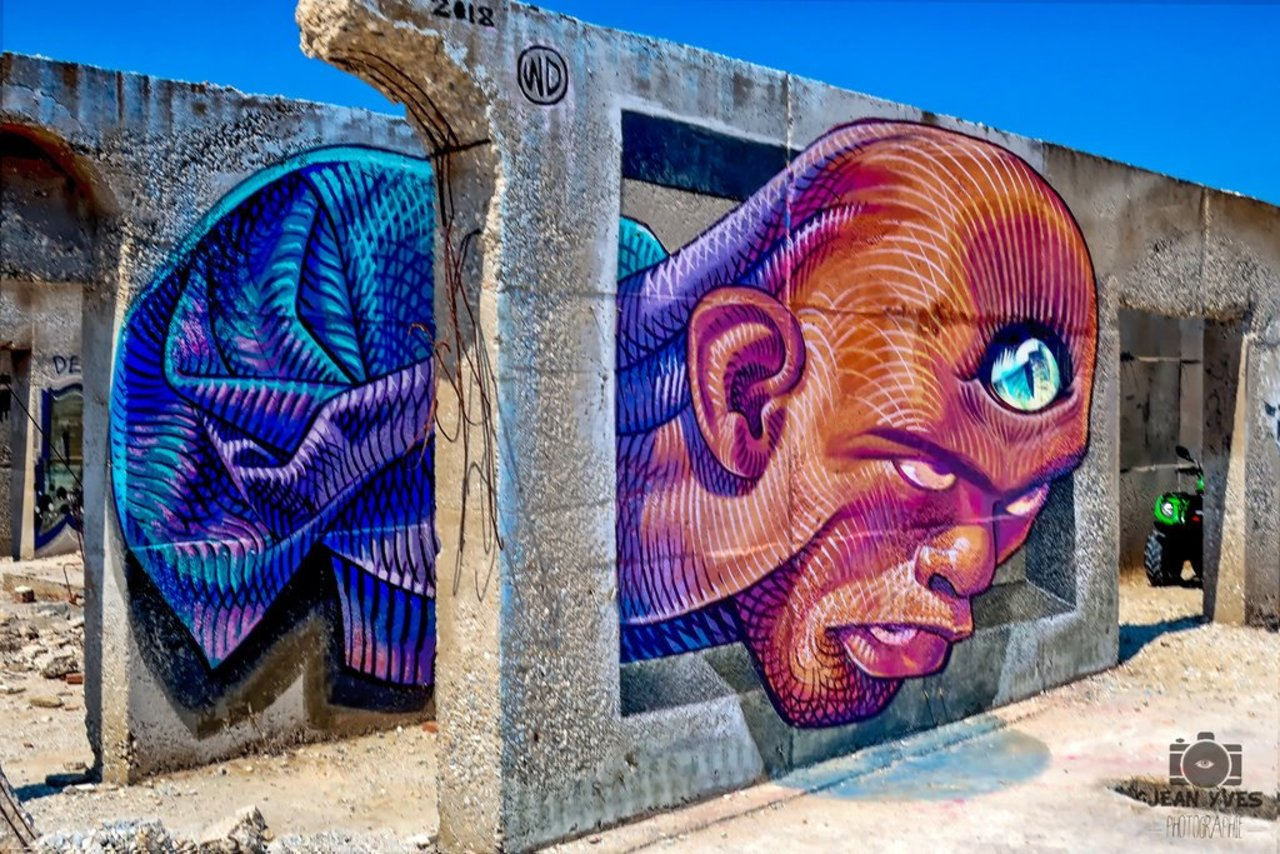 "This incredible optical illusion brings graffiti art into the third dimension.  ""les cyclades 53"" by jenyvess: http://bit.ly/2PexfhD  #Graffiti #StreetArt #OpticalIllusion https://t.co/zddydEXLyi"