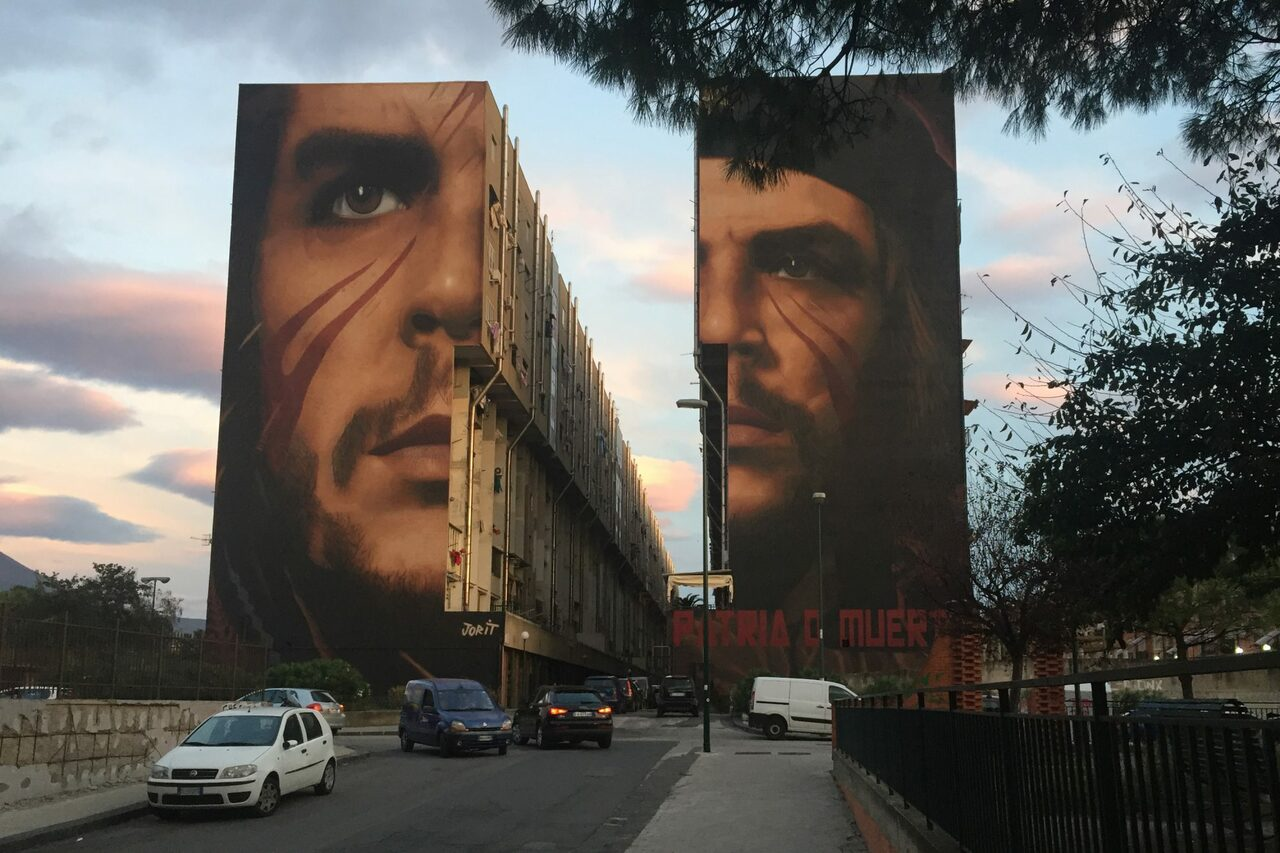 #Naples #Italy- A huge and pretty impressive #mural of the legendary communist revolutionary Ernesto Che Guevara unveiled by Italian-Dutch street artist Jorit Agoch. #Agoch has also painted a similar #graffiti in honor of the #Palestinian liberation activist Ahed #Tamimi. https://t.co/XEou9aPgg2